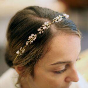 Nebo Couronne de perles pour les cheveux Tamara. Accessoire de cheveux rose, bijou de tête brillant pour mariage. Acheter boutique Paris et en ligne