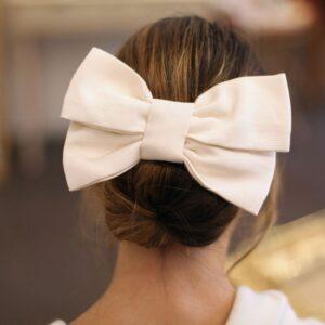 Barrette noeud ivoire oversize. Accessoire de cheveux style noeud blanc. Bijou de tête mariage. Acheter boutique Paris et en ligne