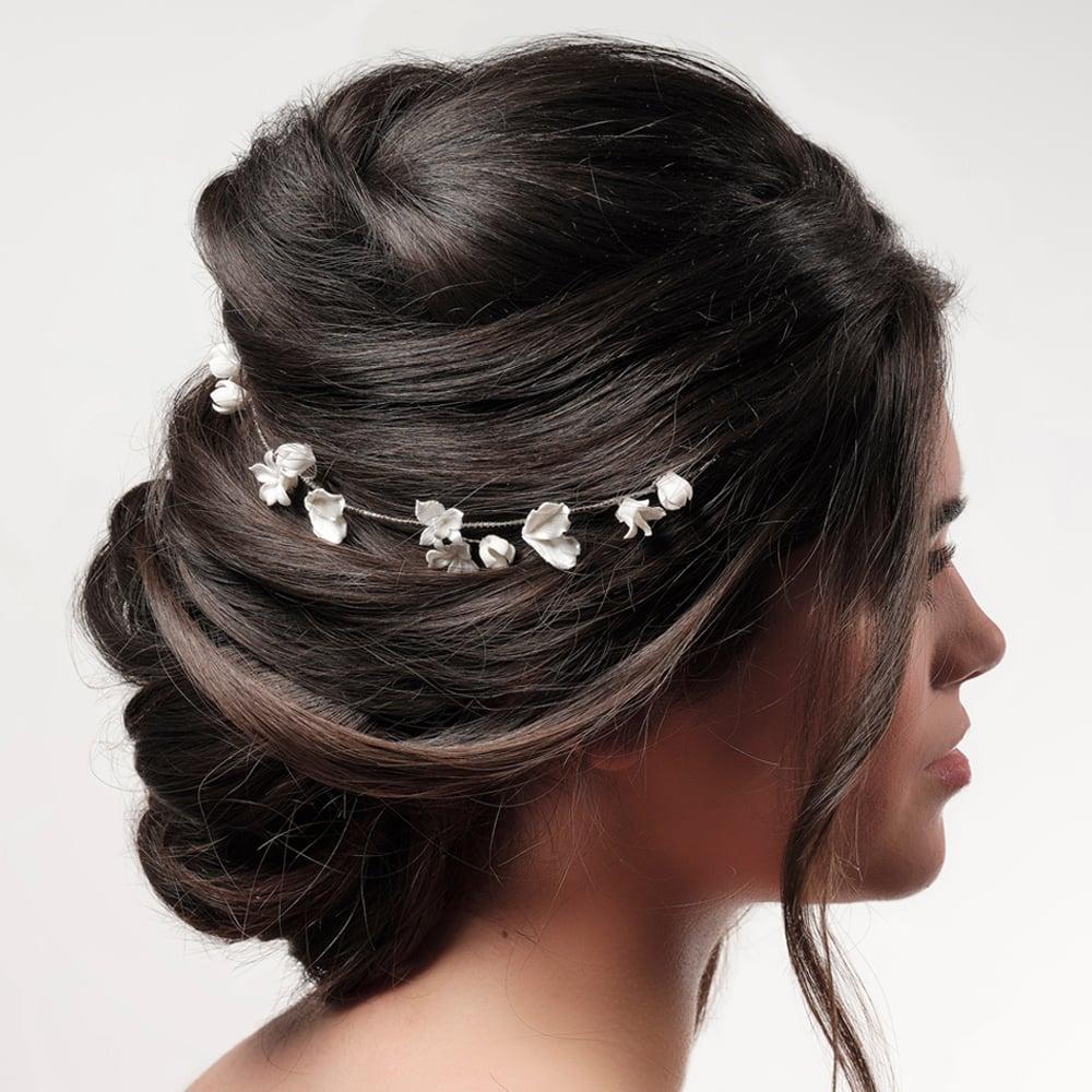 poirier accessoires mariage boutique Paris. Voile mariée, accessoires cheveux, étole, couronens de fleurs, pics cheveux strasse. Eshop