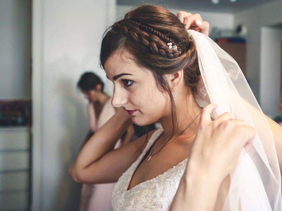chignon tresse coiffure mariée et accessoire