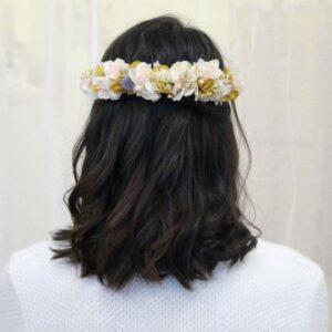 Grand peigne de fleurs stabilisées et séchées pastel. Accessoires cheveux ivoire et couleurs pour mariée. Acheter en boutique mariage à Paris et en ligne