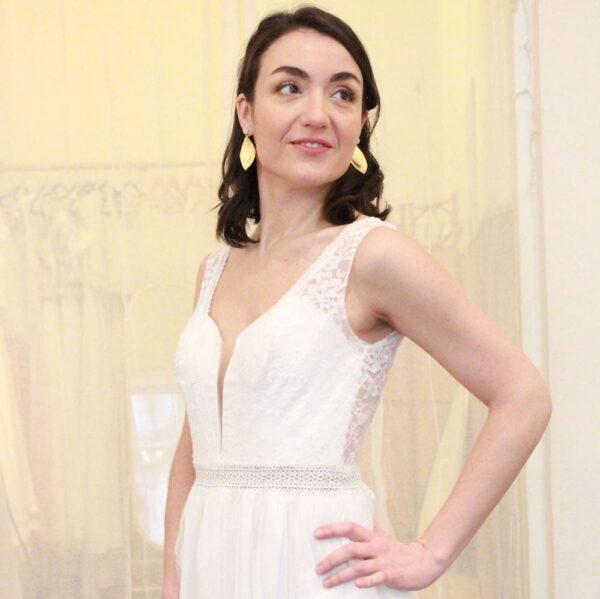 Boucles d'oreille collection Plumetti feuille or et pierre de lune pour mariée ou quotidien. Acheter boutique mariage Paris et en ligne