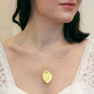 Collier collection Plumetti feuille or et pierre de lune pour mariée ou quotidien. Acheter boutique mariage Paris et en ligne