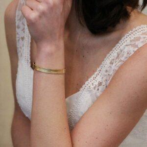 Bracelet jonc collection Plumetti plaqué or. Bijou plaqué or bohème chic pour mariée ou quotidien. Acheter boutique Paris et en ligne