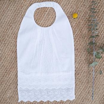 Bavoir bébé fille Sophie Les Petits Inclassables en coton et broderie look retro vintage. Cadeau baptême. Acheter boutique Paris ou en ligne