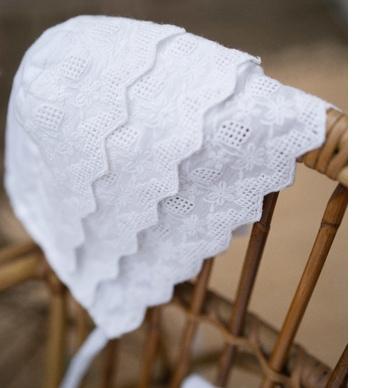 Béguin bébé fille Sophie Les Petits Inclassables en coton et broderie look retro vintage. Cadeau baptême. Acheter boutique Paris ou en ligne