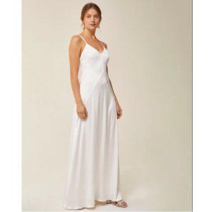 Robe longue blanc ivoire à fines bretelles. Tenue mariée blanche stylée. Robe de mariée simple et bohème. Acheter en ligne et boutique Paris