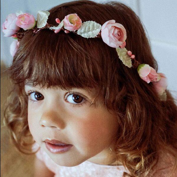 Couronne de fleurs fille Lou Les Petits Inclassables pou look bohème mariage, une fête ou autre cérémonie. Dispo boutique Paris et en ligne