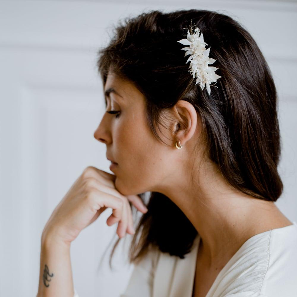 Folie douce accessoires mariage fleurs séchées et stabilisées. Couronnes de fleurs, peignes et barrettes. Acheter en ligne et boutique Paris