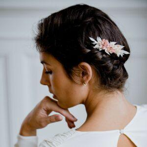 Folie Douce Peigne de fleurs séchées et stabilisées Poudre. Accessoire mariée vraies fleurs naturelles. Acheter boutique Paris et en ligne