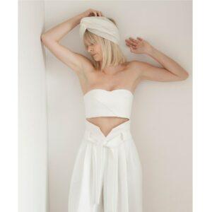 By Romance - Pantalon blanc de mariée Aimée. Pantalon large boyish blanc ivoire. Tenue de mariée ensemble stylé. Acheter boutique Paris et en ligne