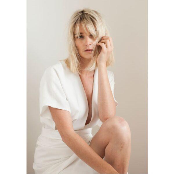 By Romance - Robe de mariée kimono Harriet. Robe longue blanche tendance. Tenue de mariage ensemble stylé. Acheter boutique Paris et en ligne