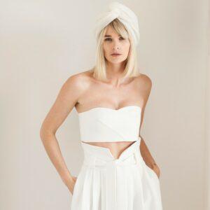 By Romance - Top blanc de mariée Ella. Top court bandeau blanc ivoire. Tenue de mariage ensemble stylé. Acheter boutique Paris et en ligne
