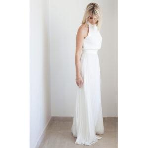 By Romance - Robe de mariée longue plissée Kay. Robe longue blanche tendance. Tenue de mariage stylée. Acheter boutique Paris et en ligne