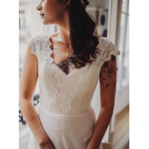 Robe de mariée longue Caroline Bo'M collection 2021. Essayer boutique Robe bohème chic décolleté dans notre boutique mariage à Paris 11ème