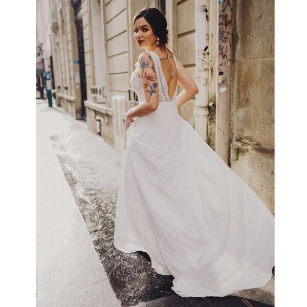 Robe de mariée longue Charlotte Bo'M collection 2021. Essayer robe dentelle fluide dans une boutique mariage à Paris