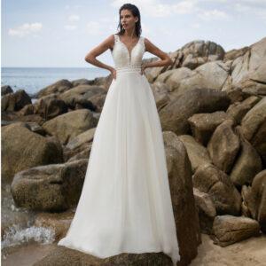 Robe de mariée longue Claire Bo'M collection 2021. Robe bohème chic dentelle tulle dans notre boutique mariage à Paris 11ème. Prendre un RDV privé