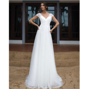 Robe de mariée longue Camille Bo'M collection 2021. Robe bohème chic dentelle simple dans notre boutique mariage à Paris 11ème. Prendre un RDV privé