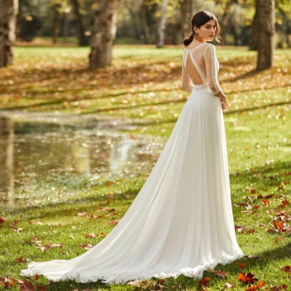 Robe de mariée bohème Obra collection Alma 2021. robe de mariée dentelle et dos nu fluide. Essayer boutique mariage paris