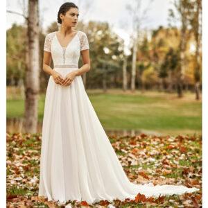 Robe de mariée bohème Obrizo collection Alma 2021. robe de mariée dentelle et dos nu fluide. Essayer boutique mariage paris
