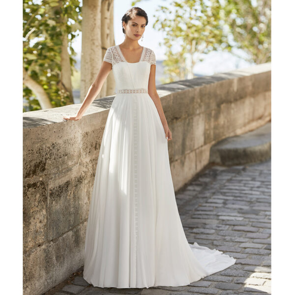 Robe de mariée bohème Welan collection Alma 2021. robe de mariée dentelle et dos nu fluide alma rosa clara. Essayer boutique mariage paris
