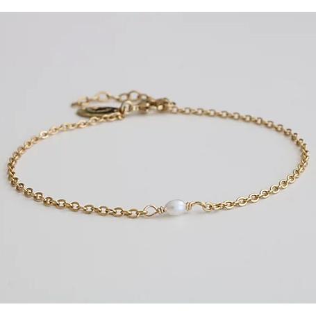 Bracelet doré fin avec perle Anna par Kariboo. Bijou made in france plaqué or doré et perle. Acheter boutique paris et en ligne