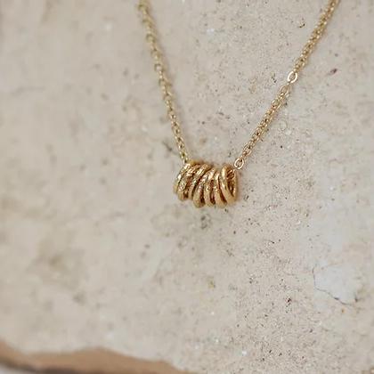 Collier Laura semainier doré à l'or fin par Kariboo. Bijou made in france plaqué or. Collier sept anneaux. Acheter boutique paris et en ligne