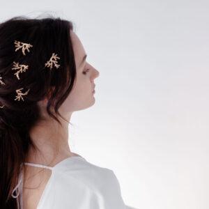 Pic à chignon doré façon branches Ava par créatrice Jeannette. Accessoire cheveux plaqué or doré végétal. Acheter boutique bijoux Paris et en ligne