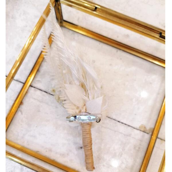 Boutonnière de fleurs stabilisées et séchées ivoire. boutonnière homme mariage blanc ecru ivoire. Acheter site en ligne et boutique Paris