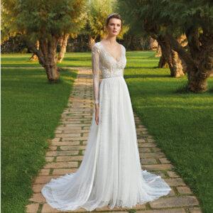 Robe de mariée col V Romance Champêtre. Collection mariage 2021. Boutique mariage concept-store Paris. Essayer RDV privé essayage paris