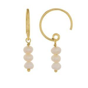 Boucles d'oreille petits anneaux 3 petites perles. Bijou mariée discret plaqué or. Disponible dans notre boutique à Paris et en ligne