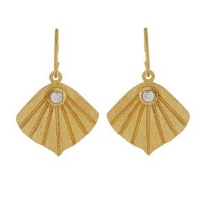 Boucles d'oreille anneaux Flabelleta style rétro vintage et petite perle. Bijou bohème chic. Acheter dans notre boutique à Paris et en ligne
