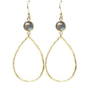 Boucles d'oreille pierre naturelle et pendentif ovale. Bijou bohème chic plaqué or. Disponible dans notre boutique à Paris et en ligne