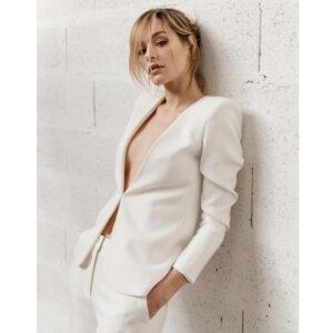 By Romance - Veste de tailleur ivoire Jacky. Tenue de mariée stylée. Acheter boutique mariage Paris et eshop en ligne
