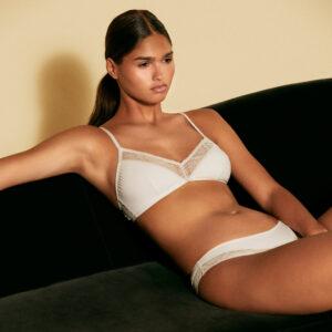 Lingerie soutien-gorge triangle couleur crème Vega par Icone lingerie. confortable petit prix. Acheter en ligne et boutique à Paris 11ème