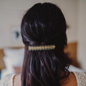 Barrette pour cheveux décor dentelle rétro dorée. Accessoire de cheveux doré pour mariage ou quotidien. Acheter boutique Paris et eshop