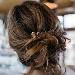 Barrette dorée en longueur ornée de 5 ronds. Accessoire de cheveux doré et stylé pour mariage ou quotidien. Acheter boutique Paris et eshop