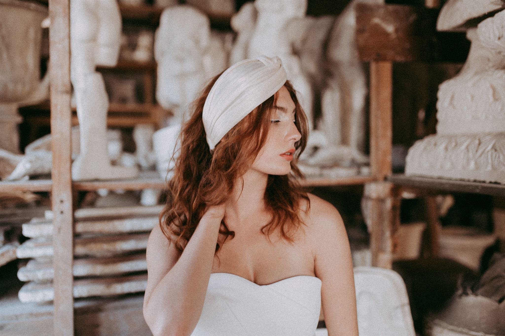 Un shooting mariage sur un blog australien anti bride. shooting d'inspiration mariée cool. Tenue moderne wedding