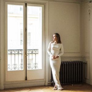 Robe de mariée manches longues dos nu Gabrielle. Tenue de mariée blanc ivoire. Mariage civil. Acheter boutique Paris et en ligne