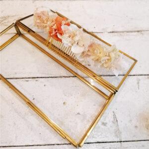 Grand peigne de fleurs stabilisées et séchées ivoire et touches pastel. Accessoires mariée. Acheter en boutique mariage à Paris en ligne