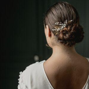 Peigne Firmin perles transparentes et feuilles dorées.